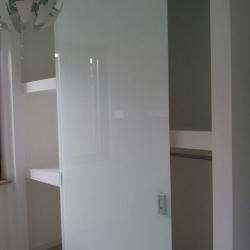 Cabina armadio in cartongesso con ante in vetro-dettaglio