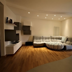 Resina e parquet in soggiorno
