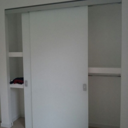 Cabina armadio in cartongesso con ante in vetro